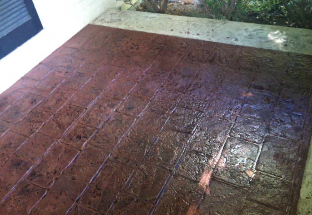 Залитый цветной слой, рисунок выполнен с помощью трафарета