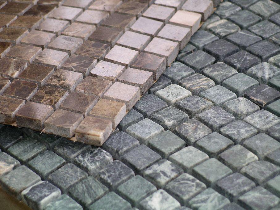 Мозаика из камня на сетке