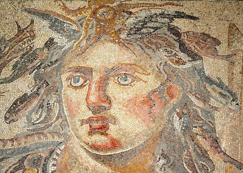 Римская моза́ика — тип мозаики, набираемый из мелких кубиков камней разных цветов либо смальты, малые размеры модулей позволяют достичь высокой точности и изящества изображени