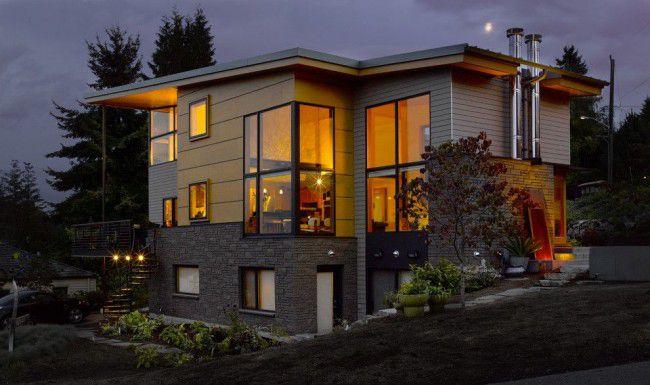 Разнообразие цветов и оттенков, а также форм сайдинговых панелей позволяет воплощать в жизнь сложные цветовые решения при отделке фасадов