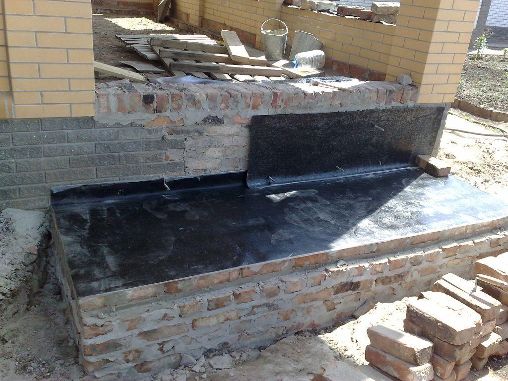 Без гидроизоляции при строительстве крыльца не обойтись