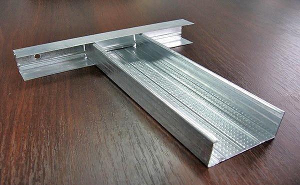 Для металлического каркаса используются п-образные профили