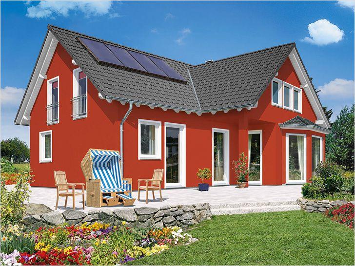 Фасад загородного дома окрашен водостойкой краской