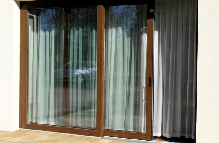 Конструкции классических французских окон выполнялись и выполняются из дерева