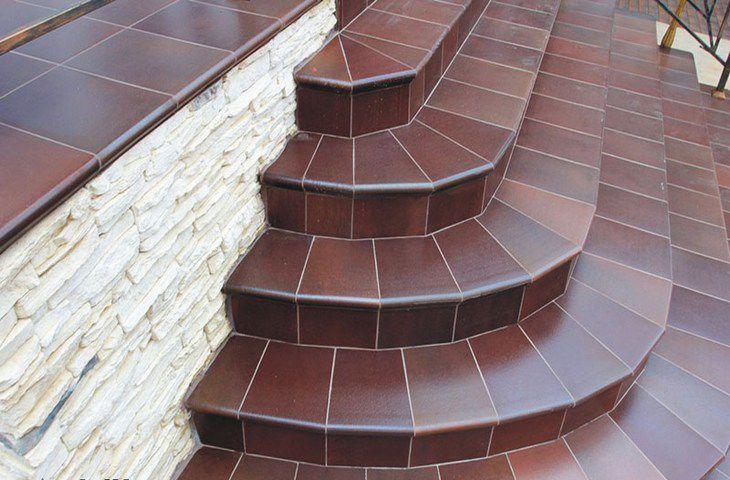 Облицовка лестницы на улице керамогранитной плиткой