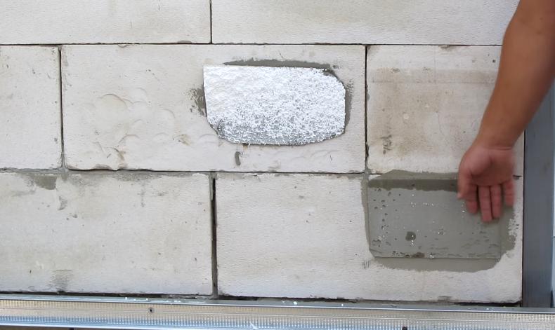 Образцы оторвали от стены, результат позволяет судить о количестве и качестве клея