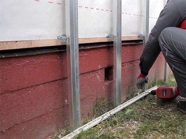 Общая орешетка для цоколя и стен, крепление стартовой полосы