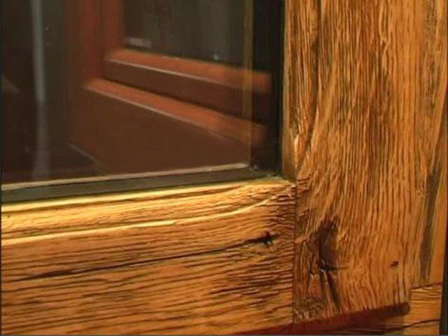 Окна из дерева, изящно состаренные патинированием
