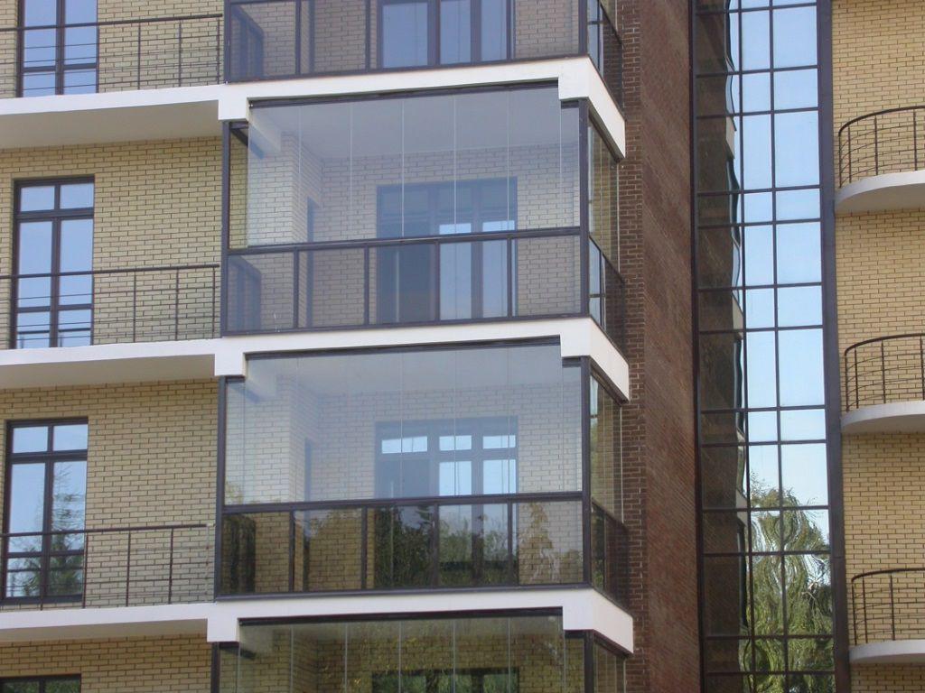 Остекление балконов французскими окнами
