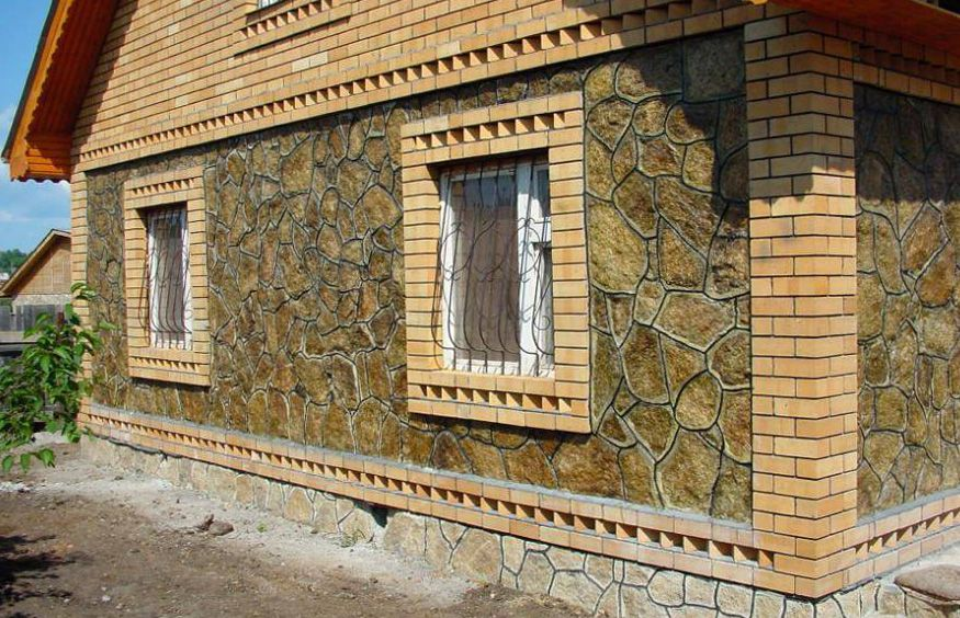 Сочетание натурального камня и кирпича