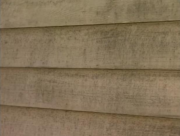 Стена после снятия старой краски