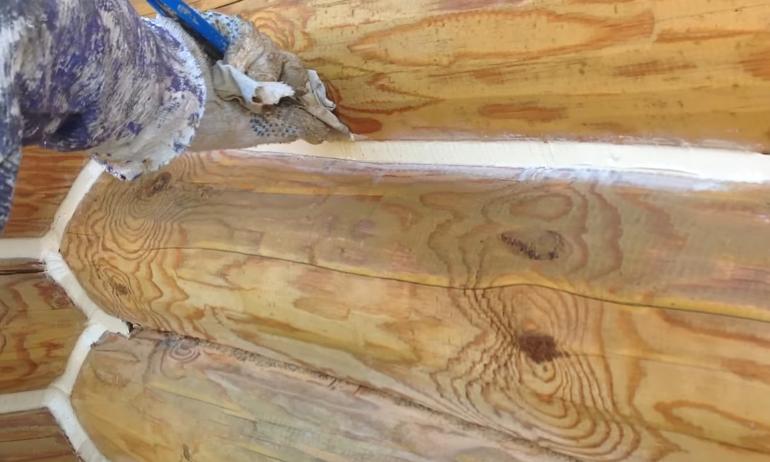 Удаление лишнего герметика шпателем