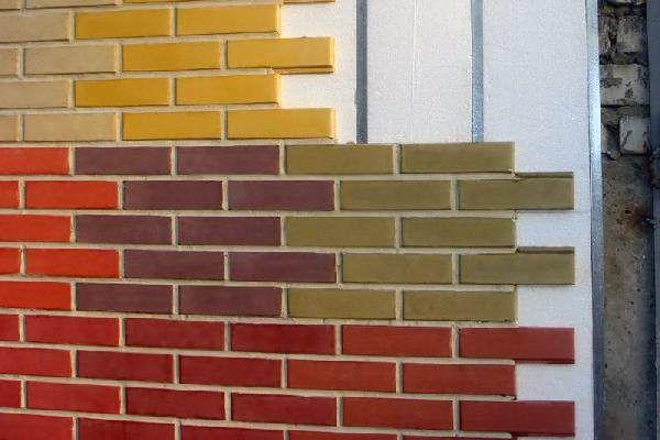 Фасадная клинкерная плитка под кирпич с креплениями позволяет без особых навыков и труда производить монтаж на различных поверхностях