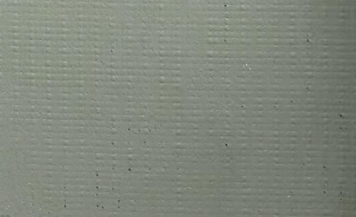 Поверх сетки шпателем наносят еще один слой клея