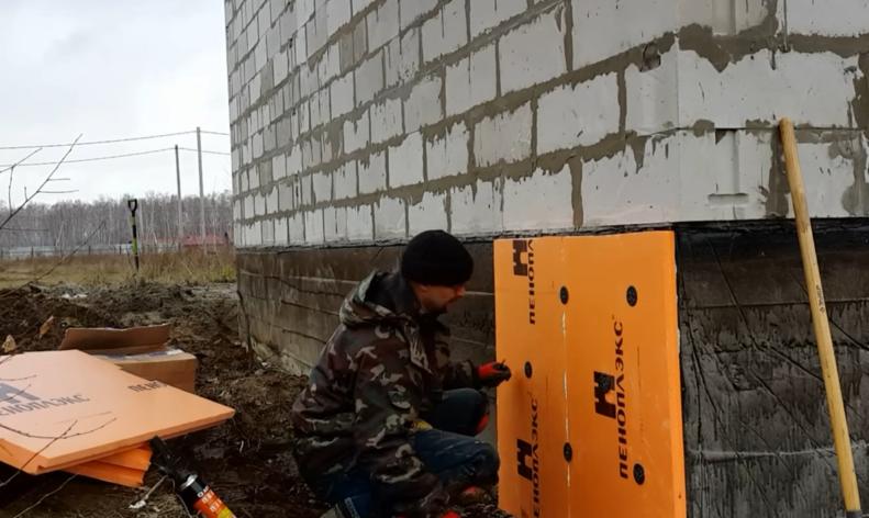 Установка дюбелей и забивание металлических стержней