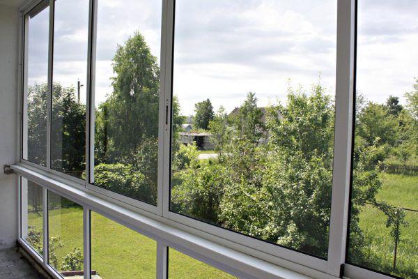 Балкон с окнами из алюминиевого профиля