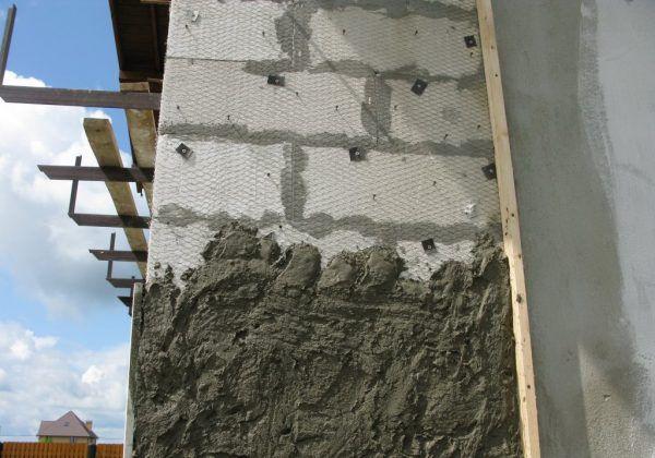 Цементная смесь наносится поверх сетки