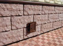 Цоколь, отделанный панелями под камень