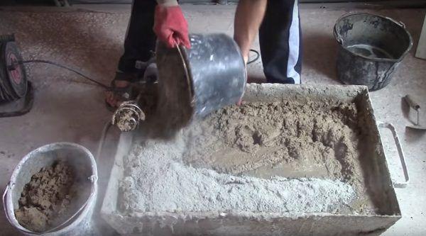 Добавляется цемент