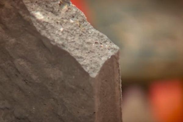 Кроме того, на срезе или сколе нужно заметить, что искусственный камень не имеет слишком крупных (более 0,5 см) посторонних включений