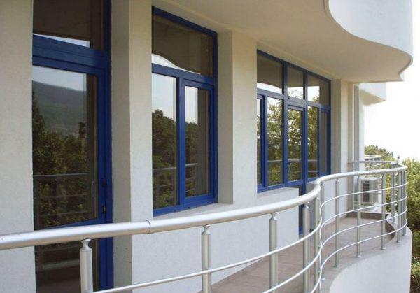 Ламинированные окна синего цвета