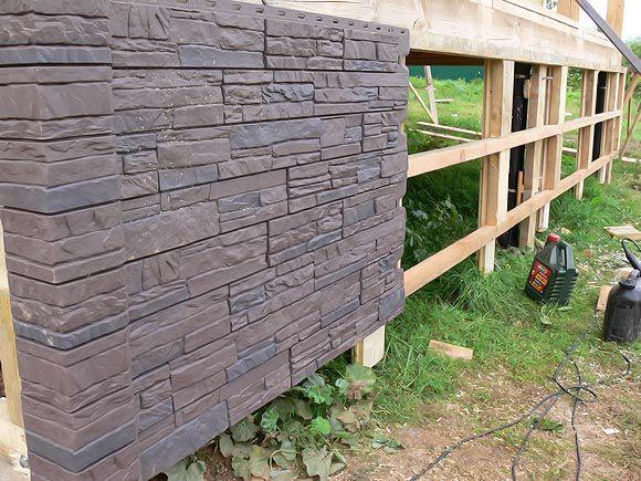 Монтаж цокольных панелей (в данном случае используется деревянная обрешетка ввиду особенностей самого дома)