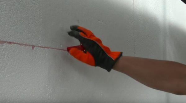 Ножка дюбеля вставляется в отверстие