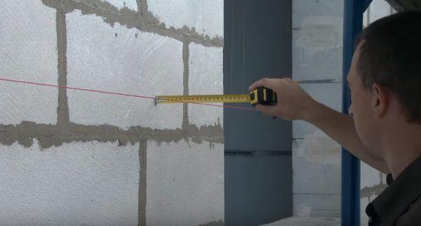 Проверяется ровность стен