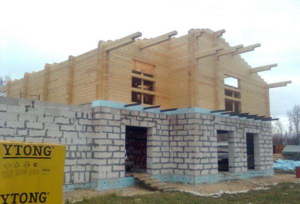 Стены второго этажа готовы