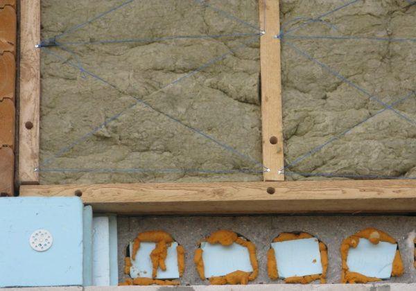 Укладка минеральной ваты