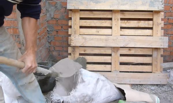 Засыпаем цемент