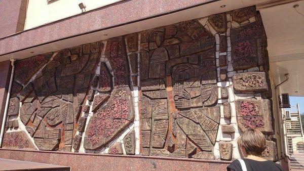 Монументально-декоративное панно на фасаде