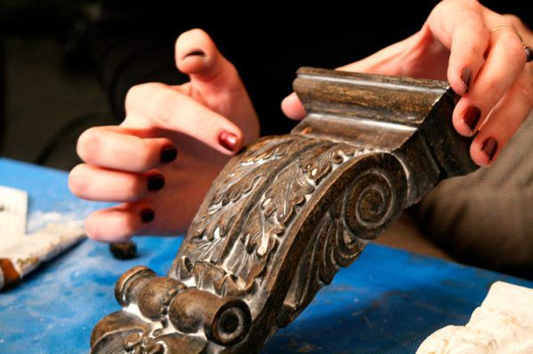 Элемент лепнины, натертый декоративным воском