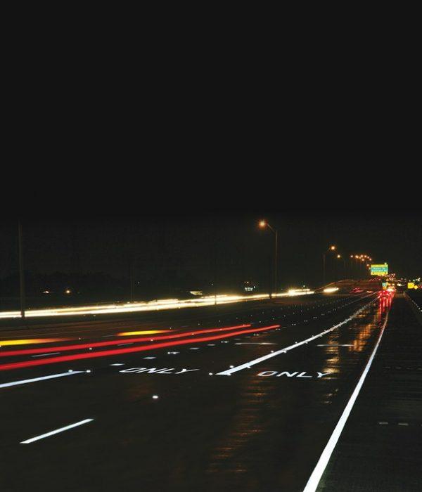 Светоотражающей краской маркируют ограждения эстакад