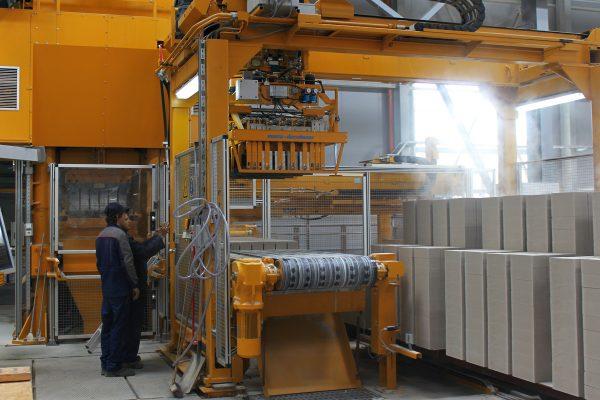 Современное оборудование предполагает автоматизацию всего цикла производства блоков