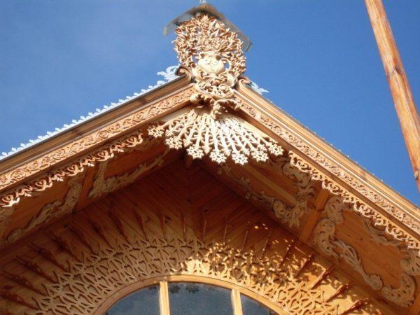 Кружево из дерева украсит любой дом