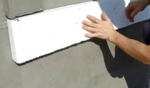 Шаг 4 – посадка пенопласта на клей