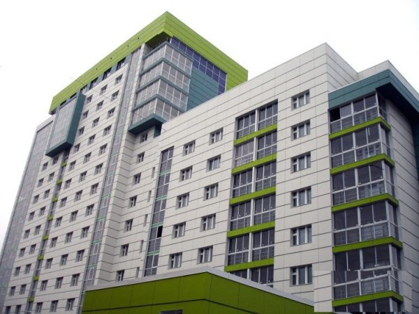 Отделка многоэтажки по системе НВФ линеарными панелями