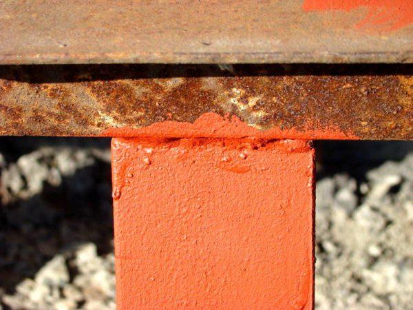 Антикоррозийные составы образуют плотную пленку на поверхности металла