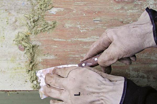 Перед окрашиванием фасада следует удалить старое покрытие