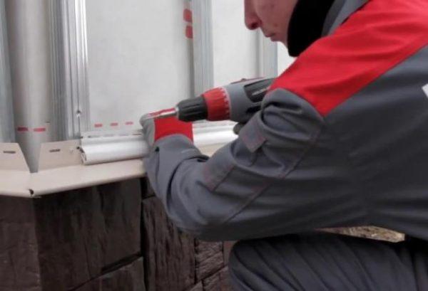 Как делается обшивка бревенчатого дома сайдингом