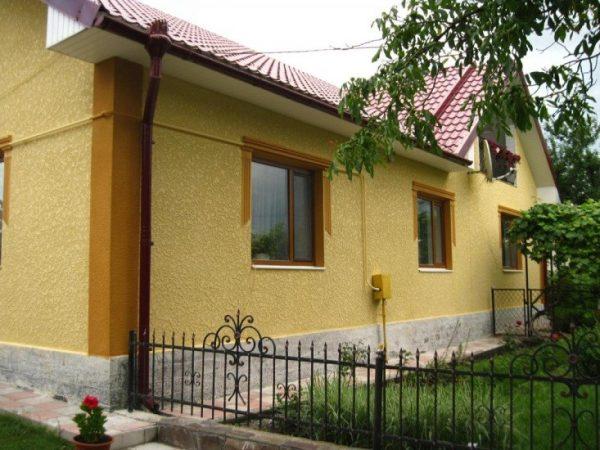 Яркая «шуба» украсит даже самый архитектурно незатейливый фасад