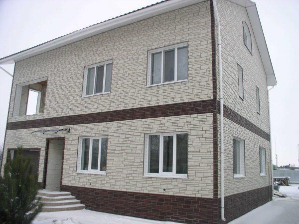 Пример оформления цоколя фасада