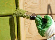 Даже покрытие цветной краской позволяет сохранить естественную текстуру древесины