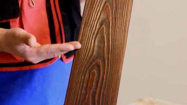 Лазурь выделяет рисунок и рельеф древесины