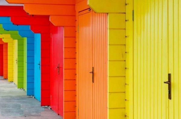 Одно из преимуществ акриловых красок — широкий выбор цветов и оттенков