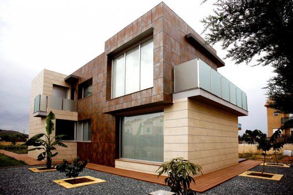 Фасад с отделкой керамогранитом