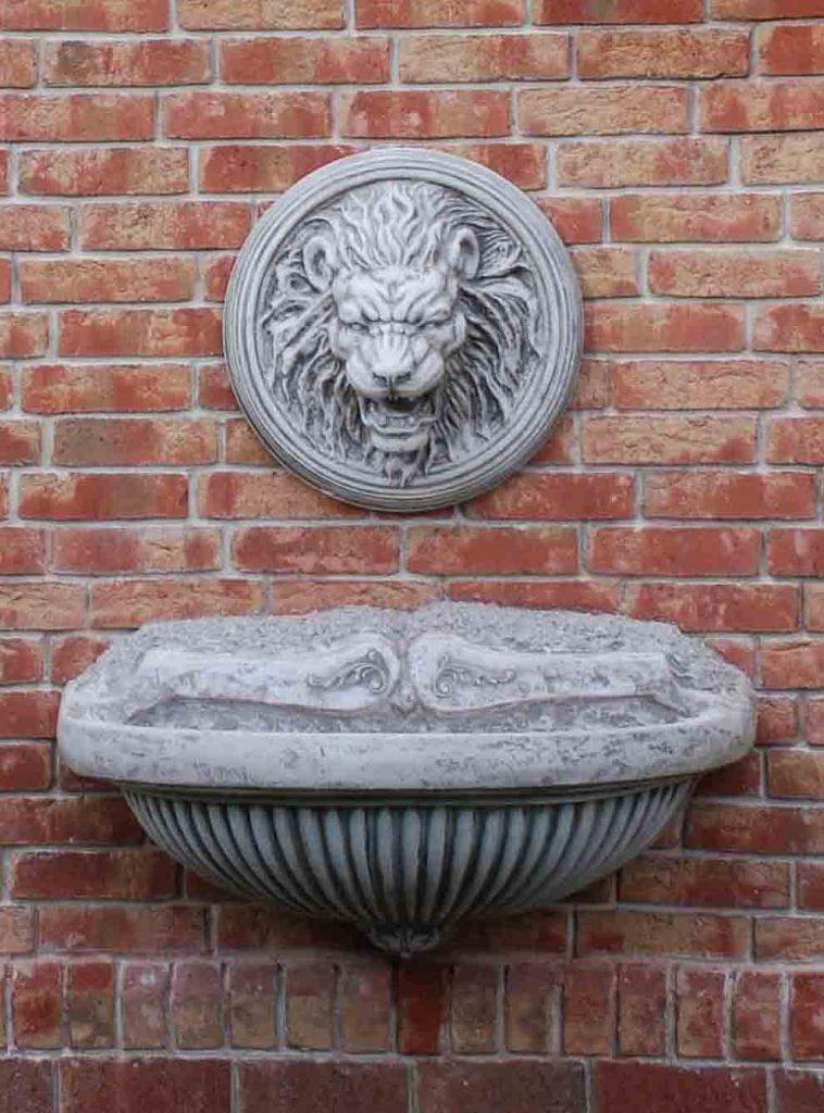 Розетта с изображением льва
