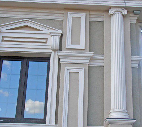 Пример отделки фасада декоративными элементами
