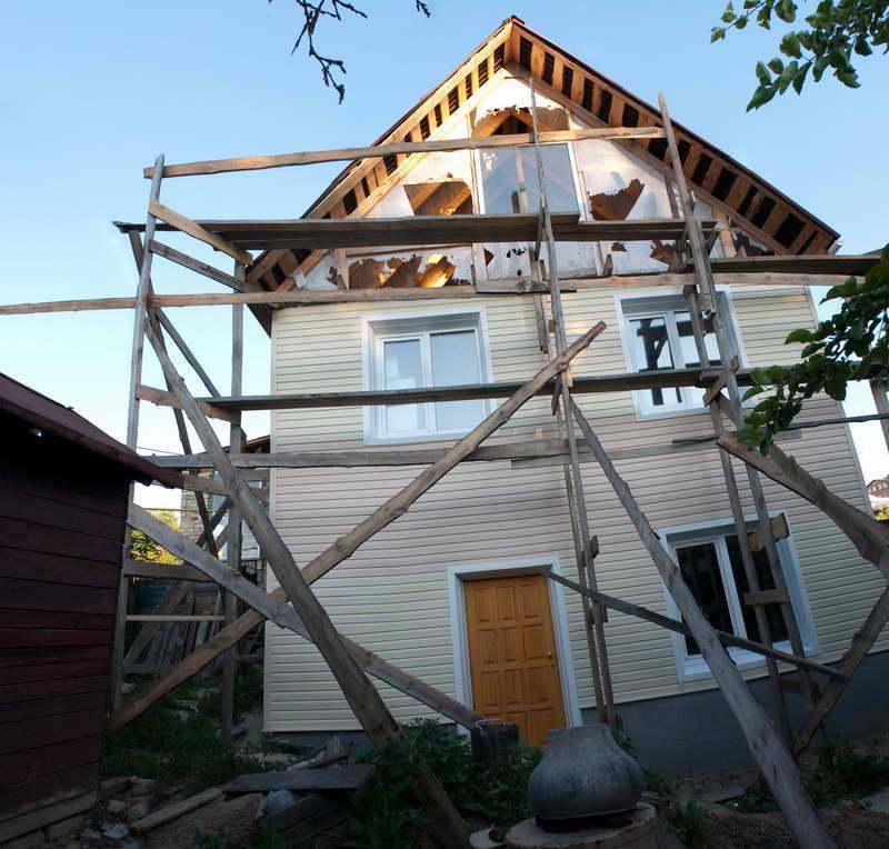 Фронтон деревянного дома из сайдинга